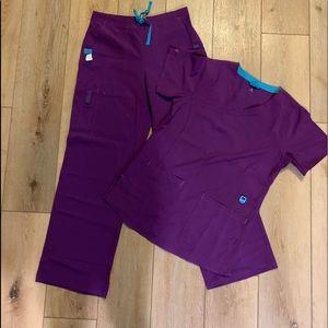 NEW women's Carhatt scrubs